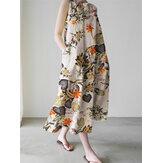 女性はサイドポケット付き花柄ノースリーブルーズマキシドレスを植えます