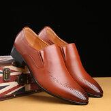 Sapatos sociais masculinos respiráveis Soft com sola pontiaguda sólida estilo inglês