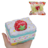 Kiibru Strawberry Mousse Cake Squishy 10 * 8 * 8,5 cm Licenseret Langsom Rising Med Packaging Collection Gift