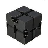 Puzzle Cube Smooth Durable Magic Cube Infinity Turn Spin Cube Jouets éducatifs parfaits pour les adultes et les enfants Aiguiser le cerveau Améliorer la motricité fine Pensée critique et résolution de problèmes
