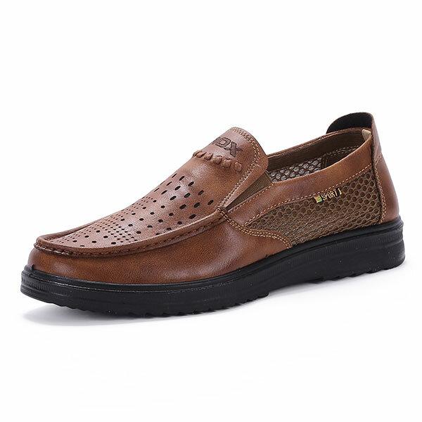 मेष ऑक्सफोर्ड जूते पर कॉम्फी मेन माइक्रोफाइबर चमड़ा सांस लेने योग्य खोखले आउट पर्ची