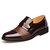 Män bekväma läderföretag snör åt formella skor