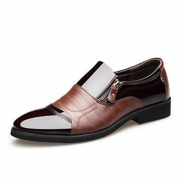 पुरुषों के कम्फर्ट ने पैर की अंगुली के चमड़े के व्यापार के औपचारिक जूते की ओर इशारा किया